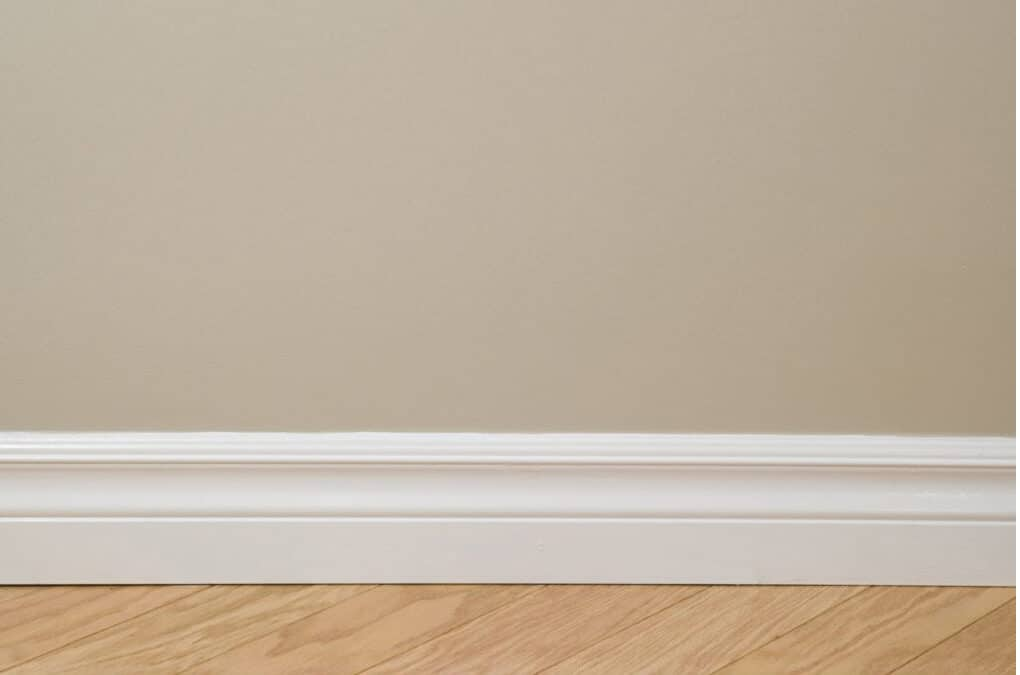 Painting Baseboards: The Best Strategy in 4 Simple Steps!